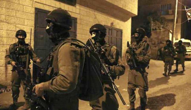 قوات الإحتلال تعتقل وزير القدس وعدد من الشبان الفلسطينيين