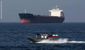 Photo of عاجل| رويترز: ناقلة نفط ثانية تديرها شركة بريطانية حولت اتجاهها فجأة نحو #إيران بعد عبورها مضيق هرمز