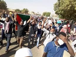 Photo of مقتل 5 متظاهرين بالرصاص الحي أغلبهم طلاب بالسودان