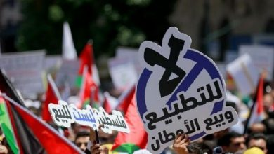 Photo of شاهد| فلسطينيون يستقبلون مطبّعون سعوديون مع الاحتلال بالرجم والشتائم
