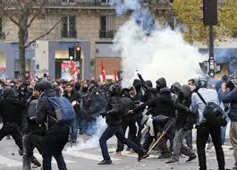 Photo of فرنسا: شرطة باريس تستخدم الغاز المسيل للدموع ضد محتجين