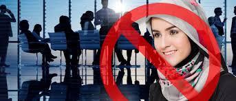 Photo of الحكومة التونسية تقر منع ارتداء الحجاب في المؤسسات العامة