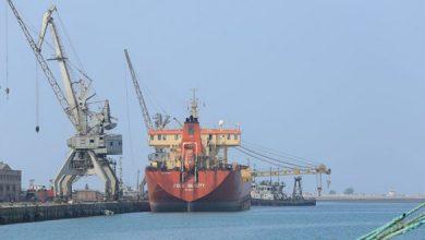Photo of صنعاء تحذّر من توقف القطاع الصحي ووقوع كارثة بيئية نتيجة حجز سفن النفط