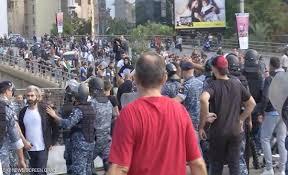 Photo of فض الاعتصامات في وسط بيروت واشتباكات بين المتظاهرين