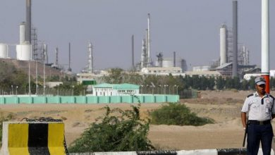 Photo of شركة خاصة لأحد مسؤولي الشرعية تنهب المشتقات النفطية بمأرب