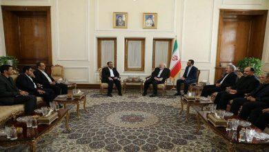 Photo of وفد صنعاء للمشاورات السياسية يلتقي وزير الخارجية الإيراني بطهران