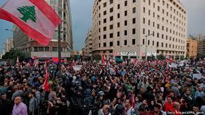 Photo of لبنان: هدوء حذر بسبب قطع الطرقات أدت إلى سقوط ضحيتين على طريق الجنوب
