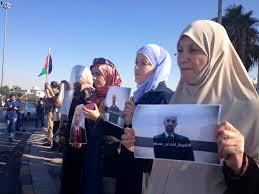 Photo of أهالي معتقلين أردنيين يعتصمون أمام السفارة السعودية