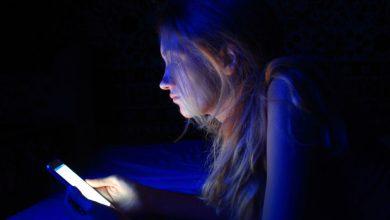 Photo of مخاطر التعرض للضوء الأزرق المنبعث من الأجهزة الالكترونية