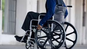 """Photo of """"عجوز على كرسي متحرك"""" في بريطانيا يجمع ستة ملايين دولار لمكافحة كورونا"""
