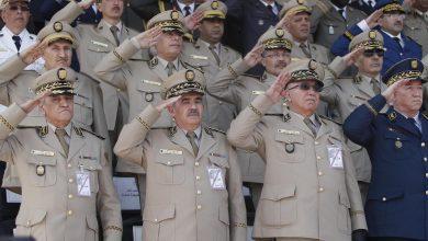 Photo of كبار ضباط الجيش الجزائري يتبرعون برواتبهم لمواجهة فيروس كورونا في البلاد