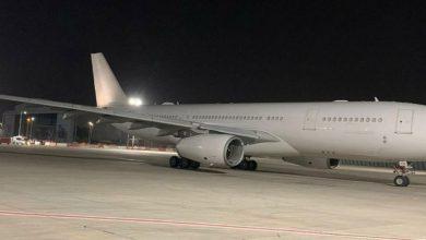 Photo of طائرة إماراتية تحمل مساعدات إنسانية تصل إلى تل أبيب