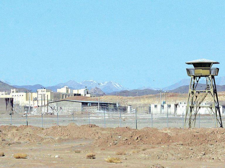إيران تشيّد مبنى لإنتاج أجهزة طرد مركزي قرب منشأة نطنز النووية